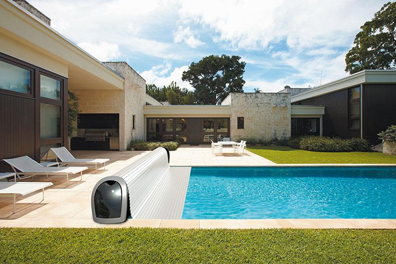 piscine chauffée et propre avec volets hors sol - pisciniste professionnel aux issambres, ste maxime et le plan de la tour